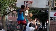 Joel Embiid bị khiêu khích ở công viên