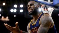Thua game 1 NBA Finals, LeBron James còn bị châm chọc bởi gu ăn mặc trên đông, dưới hè