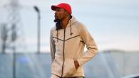 Kevin Durant tách biệt với thế giới lắm tiền của NBA bằng gu thời trang siêu giản dị