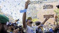 Chùm ảnh: Warriors diễu hành mừng chức vô địch NBA 2018