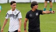 HLV Joachim Low hết ưu ái sẽ đẩy Ozil lên ghế dự bị sau trận thua Mexico?