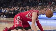 Nhìn lại 5 pha bi hài nhất giải bóng rổ NBA 2017-18
