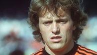 Video 50 bàn đẹp nhất lịch sử World Cup: Arie Haan ghi bàn từ giữa sân