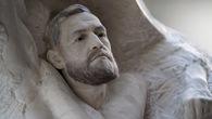 Nhân sinh nhật, Conor McGregor được tặng bức tượng đá trị giá 1,3 tỷ