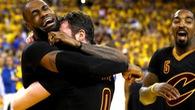 Trong bóng tối LeBron James vẫn như ngọn đuốc dẫn đường Cavaliers