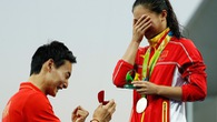 Rio 2016: VĐV Trung Quốc cầu hôn trên bục chiến thắng có quá sốc?