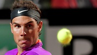 Video: Nadal thua trận đầu tiên trên sân đất nện trong năm