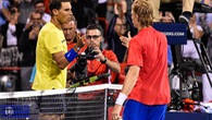 Video: Rafael Nadal thua sốc tại vòng 3 Rogers Cup