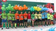 Choáng: Dàn pacer chạy 100km như... đi chợ ở LDR Half Marathon 2018