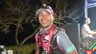 """Rapper Tiến Đạt """"quậy tưng"""" ăn mừng hoàn thành 70km vượt núi"""