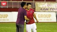 Siêu phẩm từ giữa sân của Văn Thuận là bàn thắng đẹp nhất vòng 23 V.League 2017