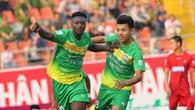 """Video kết quả: Patiyo """"xé lưới"""" đội bóng cũ, Cần Thơ vẫn hòa đau trước Quảng Ninh"""