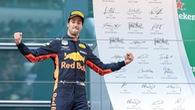 Tay đua Ricciardo tính bỏ Red Bull, Mercedes và Ferrari mừng thầm