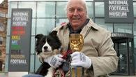 """Những điều ít biết về chú chó từng """"giải cứu"""" bóng đá thế giới"""