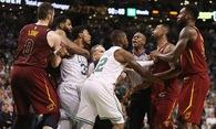 """Marcus Smart: """"Tôi không thể đứng nhìn JR Smith tiếp tục """"chơi bẩn"""" đồng đội của mình!"""""""