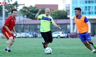 """Video: HLV Park Hang Seo chơi chiến thuật """"mắc màn"""" đầy hài hước khi đá bóng 3 người ở VFF"""