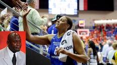 Nữ cầu thủ WNBA cho Michael Jordan hít khói với trận đấu hay nhất lịch sử