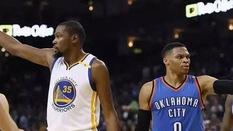 Nhìn Durant nhận nhẫn vô địch mà lòng Westbrook nặng trĩu