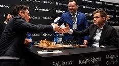 Fabiano Caruana ??i chi?n ông hoàng Magnus Carlsen: C? Vua v?n gi? s?c hút k? l?