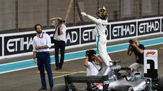 Hamilton đánh dấu ngôi vô địch thứ 5 bằng cái kết hoàn hảo?