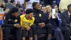 Khi Stephen Curry quá nổi tiếng, các đồng đội cũng được thơm lây