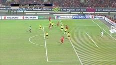 CĐV Malaysia cho rằng bàn thắng của Anh Đức không hợp lệ vì Quang Hải việt vị