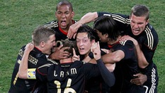 Video 50 bàn đẹp nhất lịch sử World Cup: Ozil giải cứu tuyển Đức