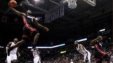 Dwyane Wade hé lộ bức ảnh có LeBron James sẽ treo trong nhà sau giải nghệ