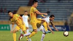 Tân binh U23 Việt Nam Hoàng Minh Tuấn: Trái bóng, kẻ thù và hình bóng mẹ già