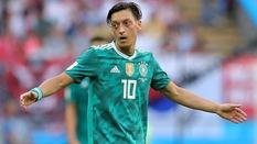 Mesut Ozil và Top 10 ngôi sao chia tay đội tuyển ở độ chín sự nghiệp (kì 2)