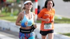 """""""Bỏng mắt"""" với các runner xinh đẹp tại Manulife Danang International Marathon 2018"""