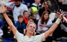 """Italian Open: """"Cơn lốc"""" Shapovalov cuốn phăng Tomas Berdych, """"Búp bê"""" Sharapova thẳng tiến"""