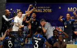 Cầu thủ Pháp quậy tung phòng họp báo sau chức vô địch World Cup 2018