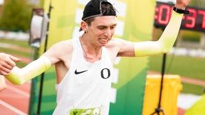 Lạ: Hãng giày Nike ký hợp đồng với runner bị bại não