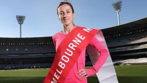 """Nữ VĐV U50 """"tay ngang"""" chạy marathon phá kỷ lục giải ở Úc, xấp xỉ... nhà vô địch nam của Việt Nam"""