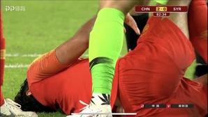 Thủ môn Trung Quốc có thể bị cấm thi đấu dài hạn vì ... đôi tất
