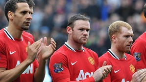 """Wayne Rooney tiết lộ nhóm cầu thủ """"làm trùm, kiểm soát"""" phòng thay đồ Man Utd"""
