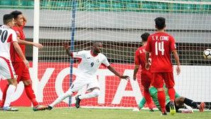"""HLV Hoàng Anh Tuấn thừa nhận """"sự thật nghiệt ngã"""" sau thất bại của U19 Việt Nam"""