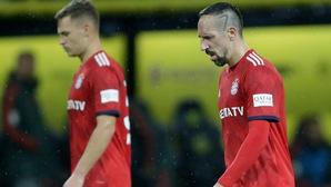 """Cay cú vì Bayern thua Dortmund, Ribery """"giận cá chém thớt"""" tát thẳng mặt phóng viên đồng hương quen biết"""