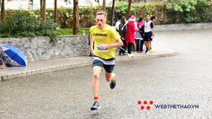 Nhà vô địch 10km 'vãng lai' đánh bại hàng loạt hảo thủ Việt tại Hanoi Half Marathon 2018 là ai?