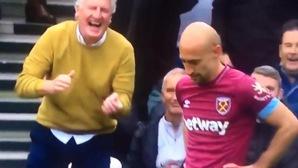 """CĐV Chelsea cười nghiêng ngả với cú tạt bóng """"tệ nhất lịch sử"""" ở trận gặp West Ham"""