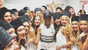 Lewis Hamilton sợ bị xao nhãng bởi hotgirl trên đường đua