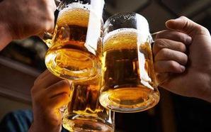 """Thói quen """"làm cốc bia"""" sau mỗi buổi tập tác động như thế nào tới võ sỹ?"""