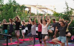 Yoga bia - Xu hướng mới của yoga trong năm 2017?