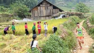 Chạy trail 10km 15km Vietnam Mountain Marathon cần mang những gì?