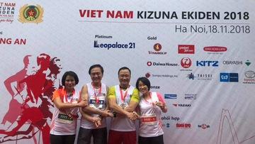"""Kizuna Ekiden: Khi """"quan chức"""" Việt trổ tài chạy bộ"""
