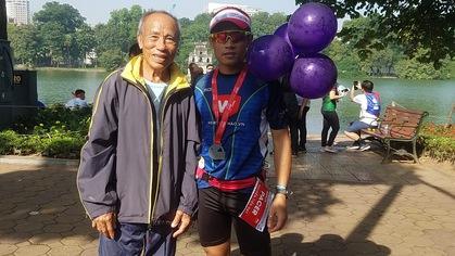 Tượng đài điền kinh Bùi Lương: Xúc động tham dự giải chạy marathon Hà Nội
