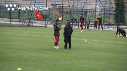 """Hùng Dũng được thầy Park """"chăm sóc đặc biệt"""" trước thềm trận chung kết lượt về AFF Cup 2018"""