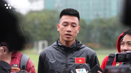 Huy Hùng kêu gọi đồng đội tập trung trong tình huống cố định ở trận chung kết lượt về AFF Cup 2018