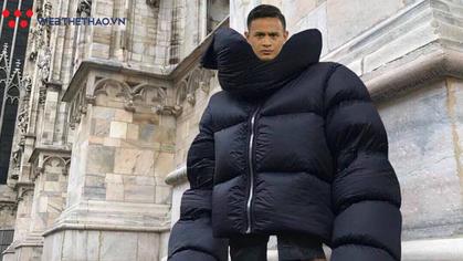 """Ảnh chế: Cầu thủ Malaysia trong trang phục """"khủng long mùa đông"""" khi tới Mỹ Đình"""